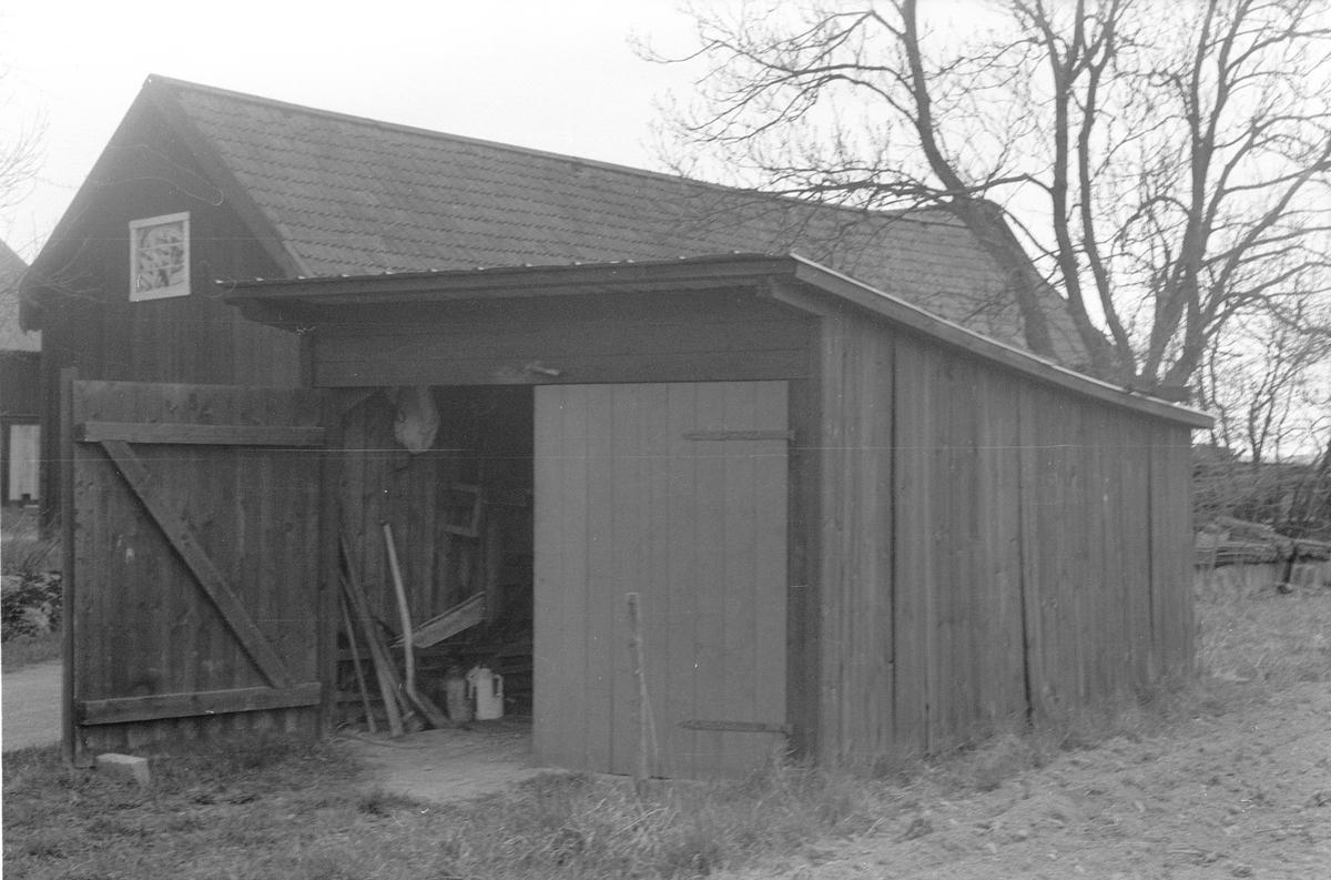 Garage, Kilsgärdet, Lena socken, Uppland 1977