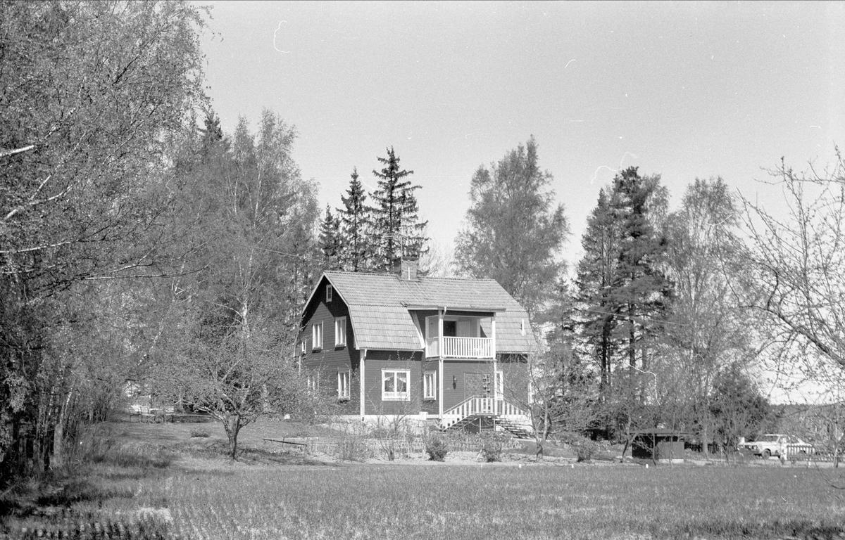 Vy över Lyckås, Lyckebo, Ärentuna socken, Uppland 1977