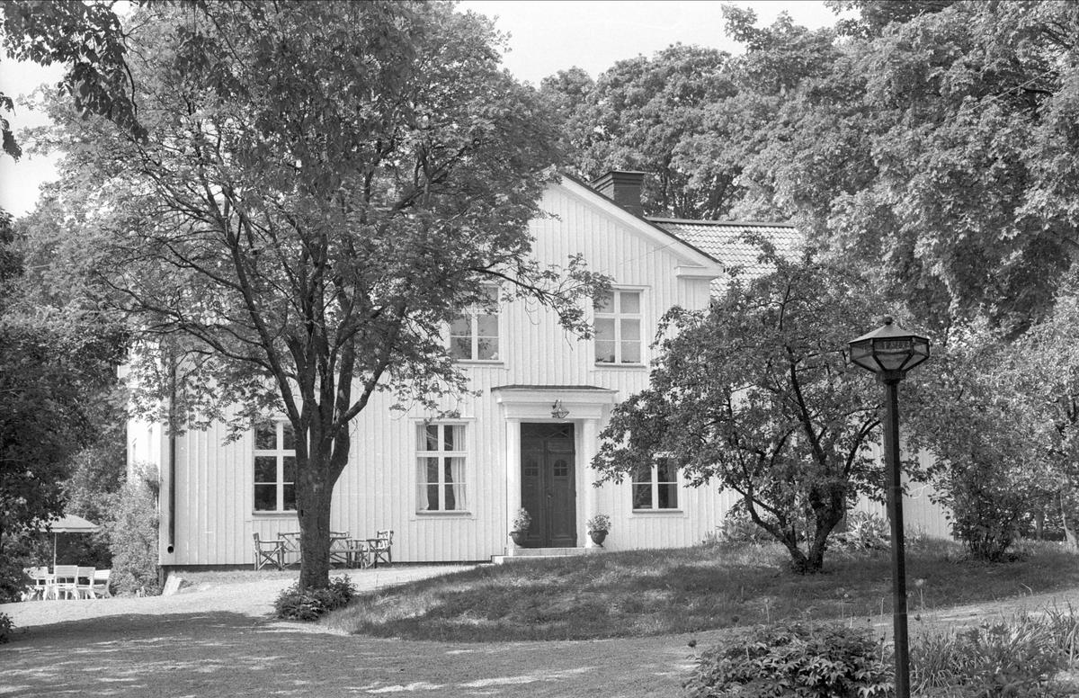 Bostadshus, Berga 1:1 och 1:2, Berga, Danmarks socken, Uppland 1977