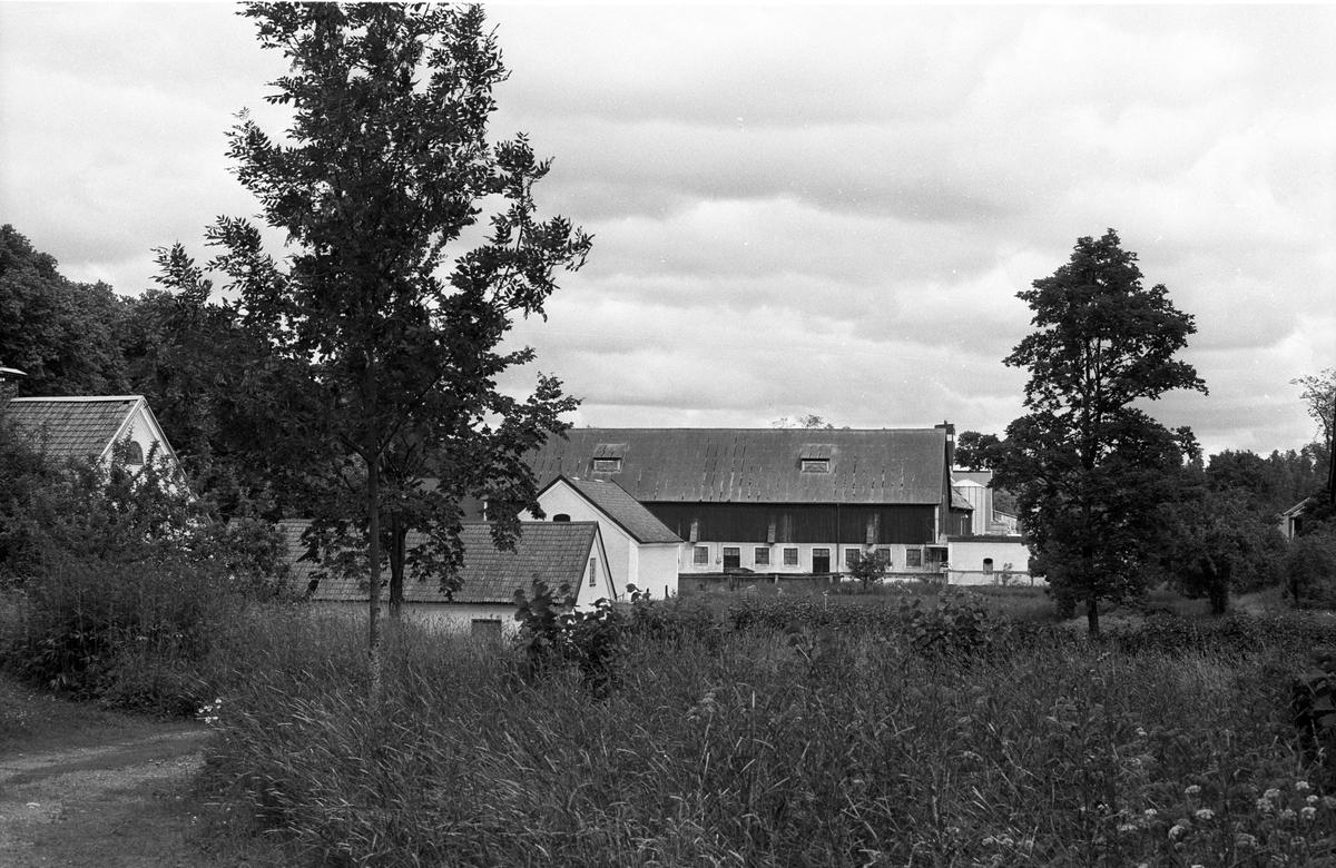 Ekonomibyggnader, Frötuna gård, Rasbo socken, Uppland 1982