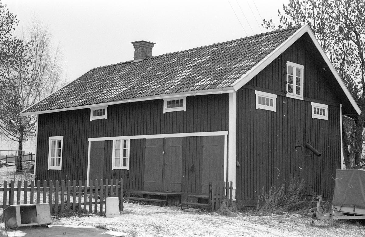 Magasin med drängkammare, Bergesta, Hagby 3:2 och 4:2, Hagby socken, Uppland 1985