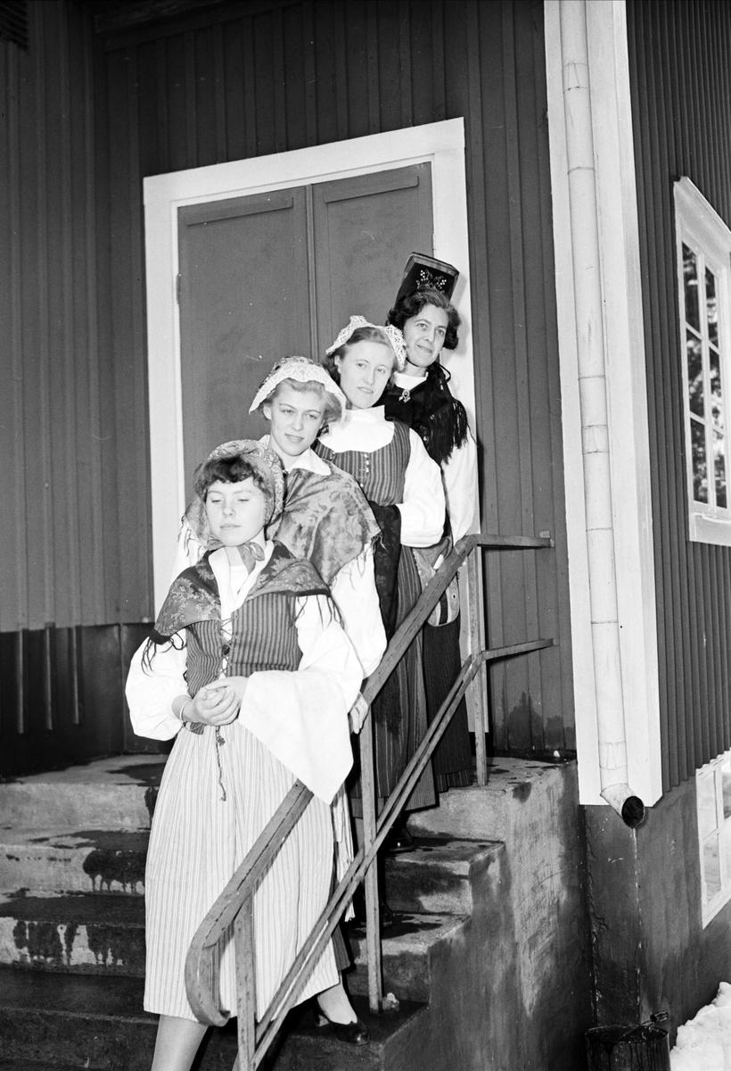 Folkbildningsförbundet har avslutning i Odensala, Uppland 1954