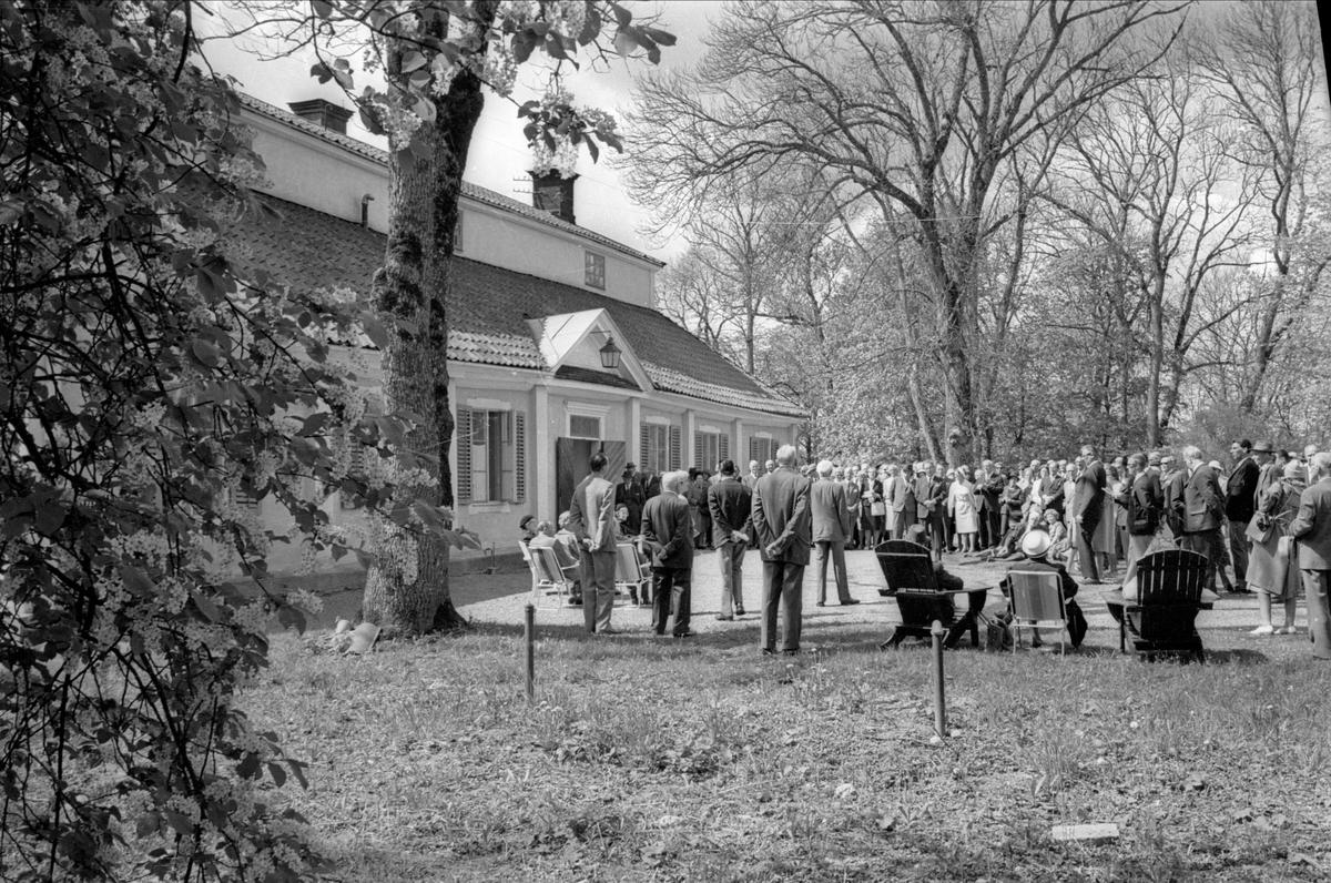 Upplands fornminnesförenings utflykter firar 60 års-jubileum, Höja säteri, Gryta socken, Uppland maj 1966