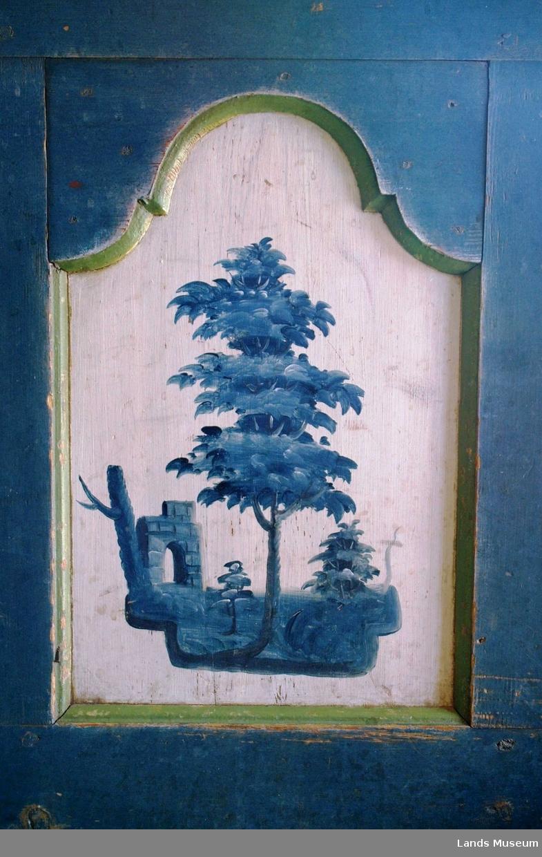 Kineseri i blåfarger, trer og landskap