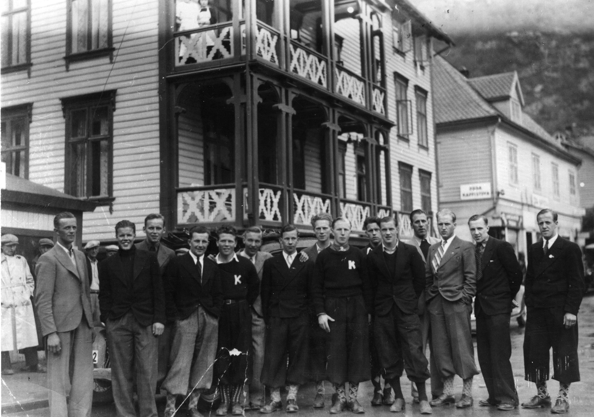 A team from Kongsberg Skiing Association on tour to Odda in 1936.