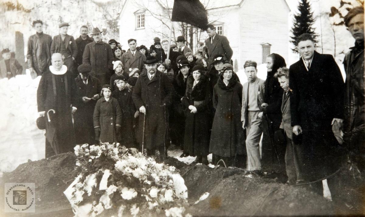 Begravelse til Rebekka Hunsdal på Konsmo kirkegård.