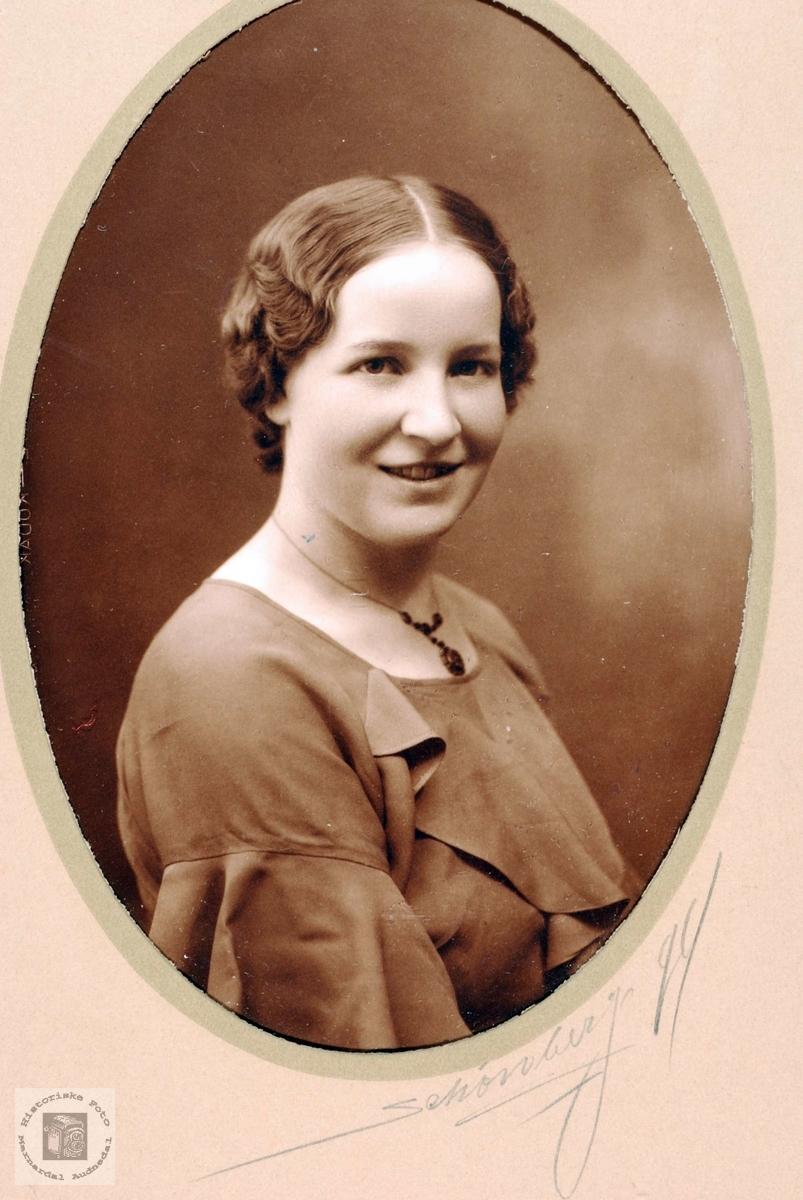 Portrett av Alvhild Leland, Grindheim.