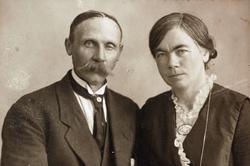 Ekteparet Anna og Theodor Ågedal med røtter fra Grindheim.