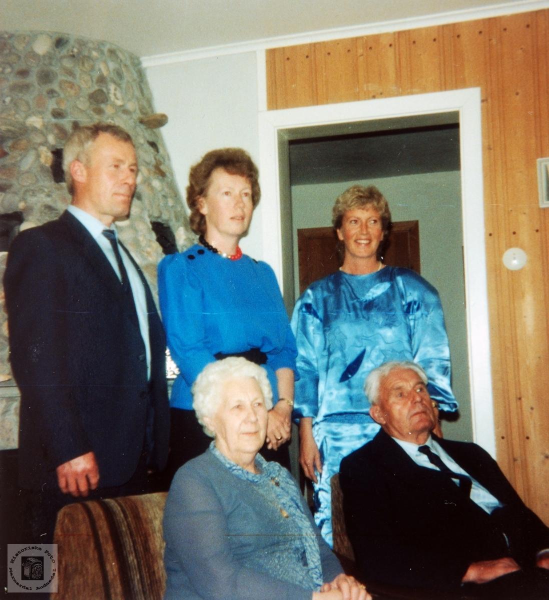 Portrett av familien Handeland, Smedsland i Audnedal.