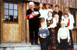 Familien Seland i konfirmasjonen til Tønnes. Grindheim Audne