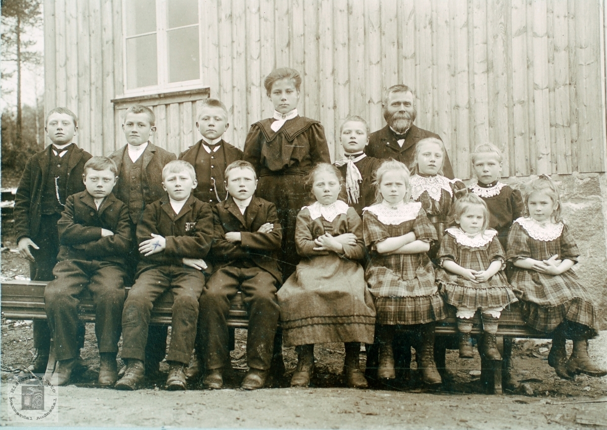 Skoleelever ved Strisland skole i 1910. Audnedal.