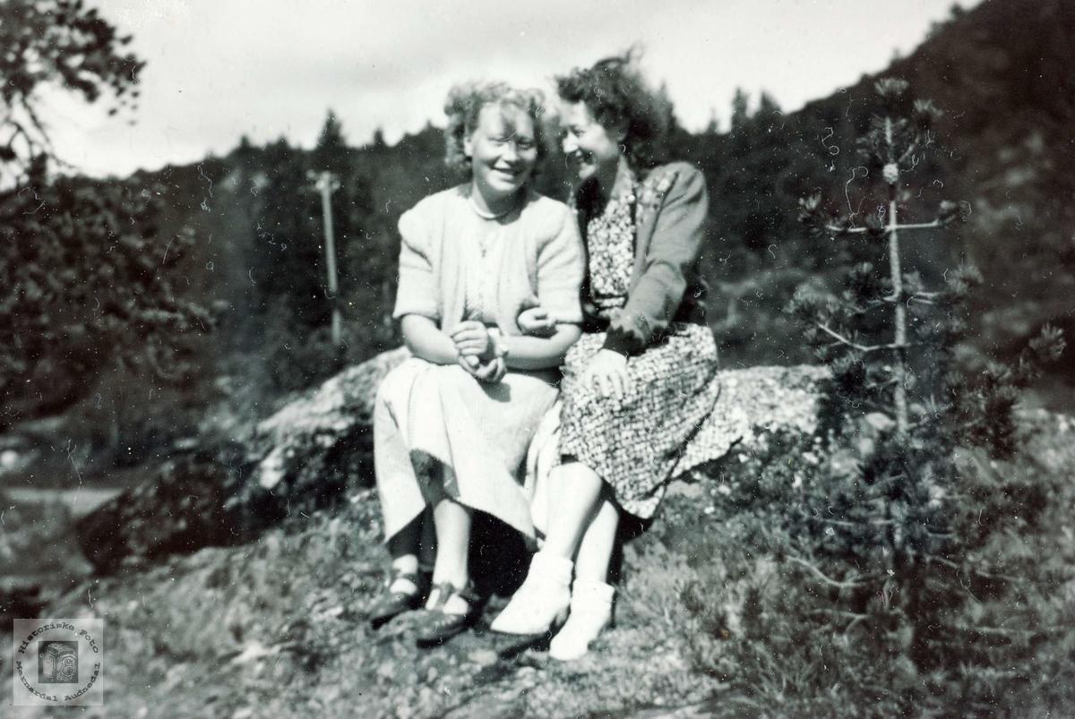 """To """"handelsmenn"""" på Sveindal i unge år. Grindheim Audnedal."""