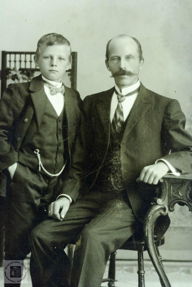 Portrett av far og sønn, Olav, og Aanen Verdal. Grindheim Audnedal.