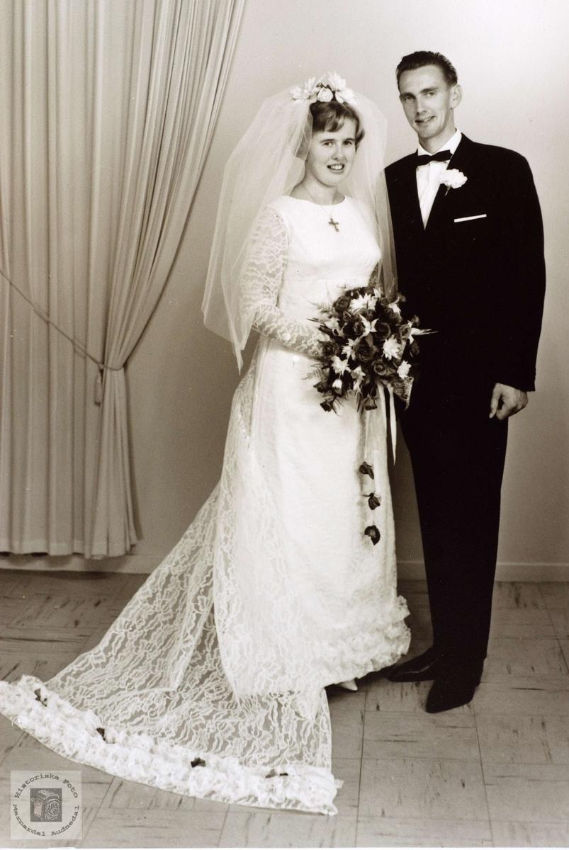 Brudebilde av Anna og Olav Rossevatn. Grindheim Eiken.