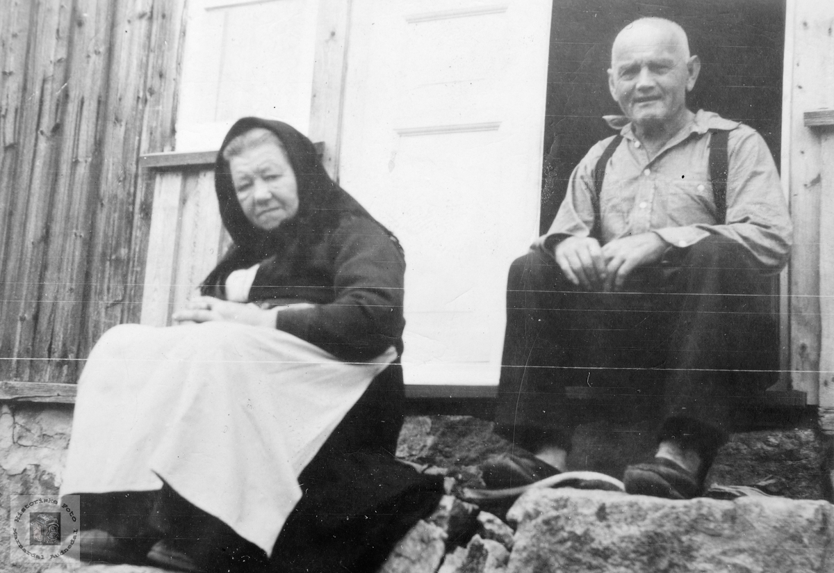 Portrett av ekteparet Knut og Anna Øydne. Grindheim.