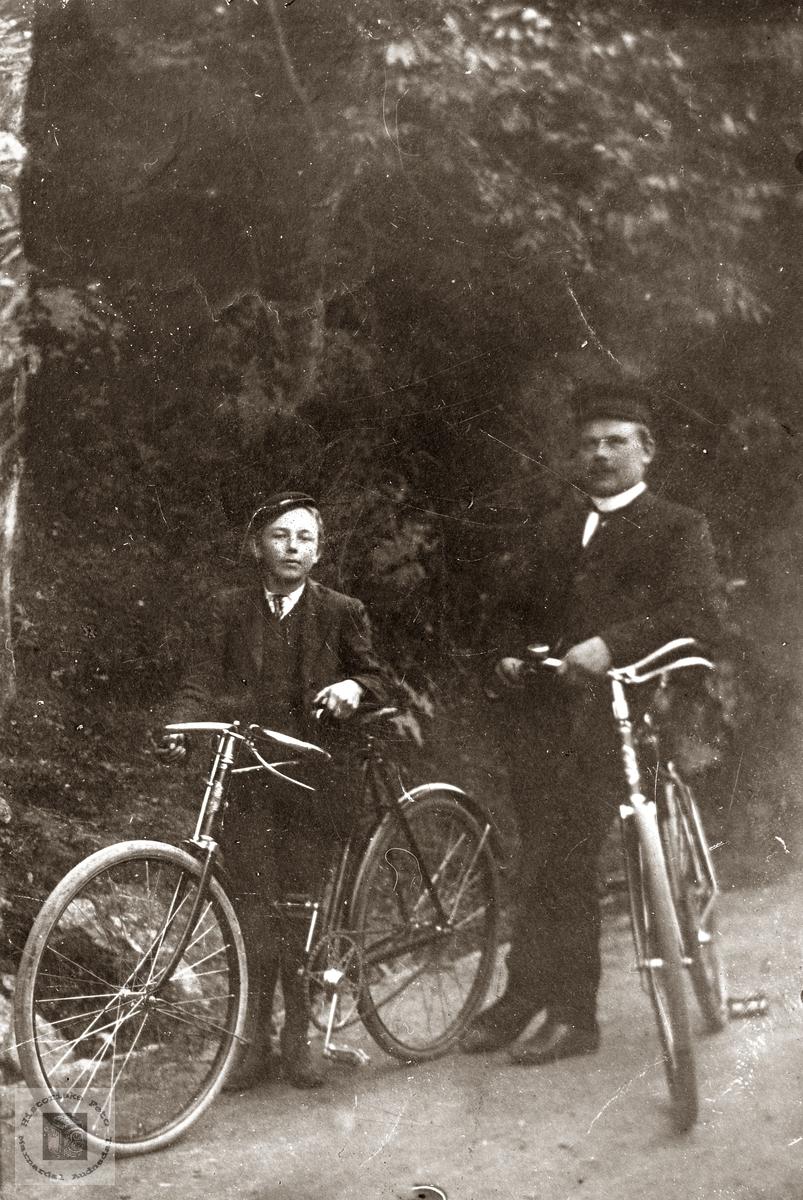 Personer på sykkel. Grindheim.