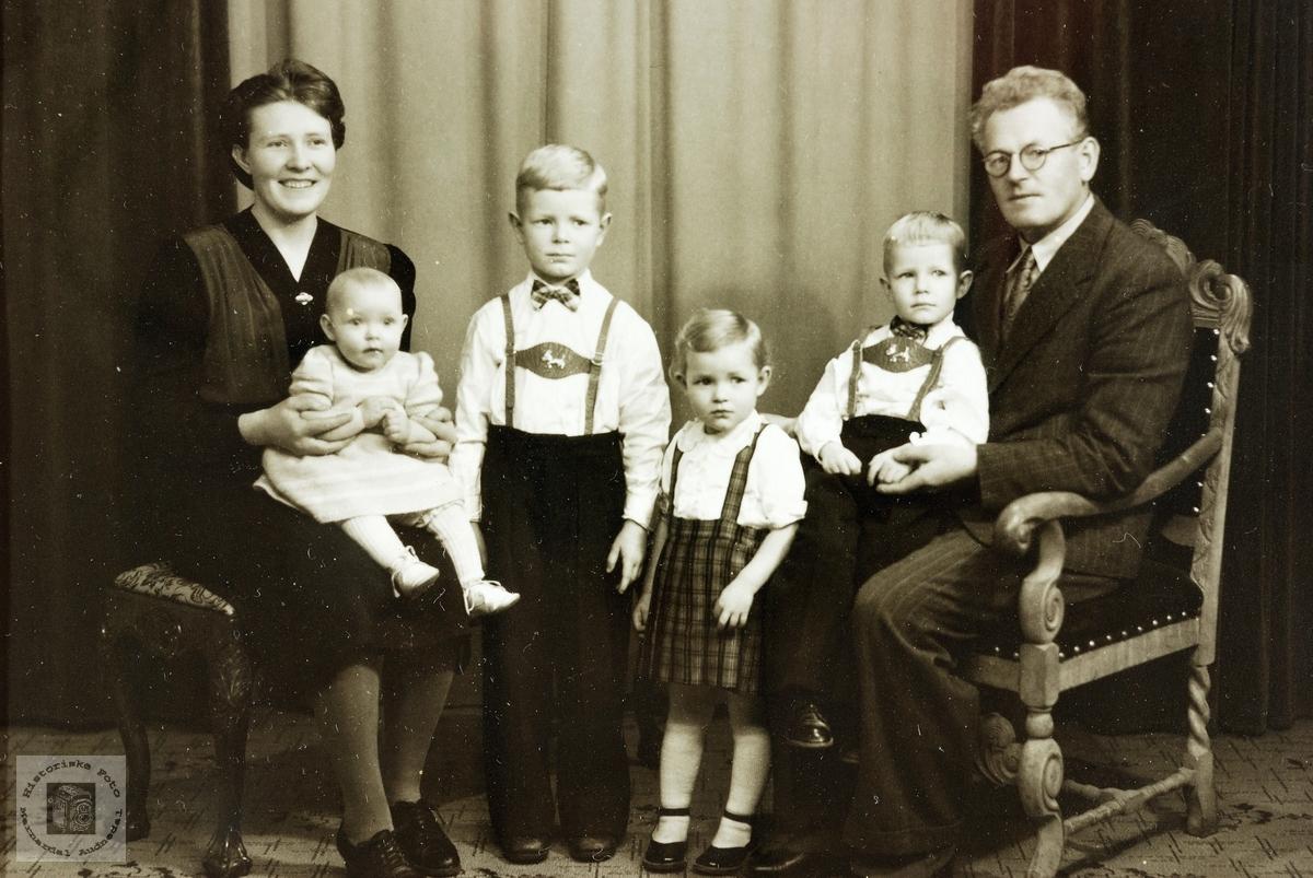 Familiebilde av familien Aurebekk.