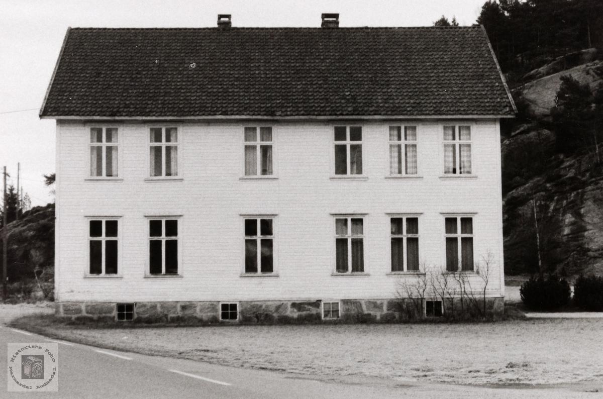 Det gamle kommunehuset på Konsmo. Audnedal.