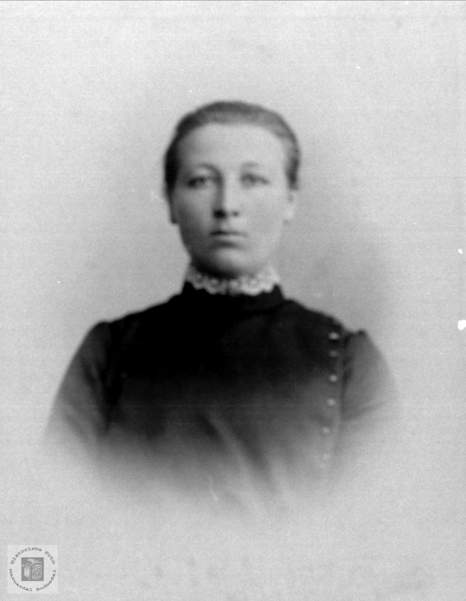 Portrett av  Åsta Fidje, Laudal.