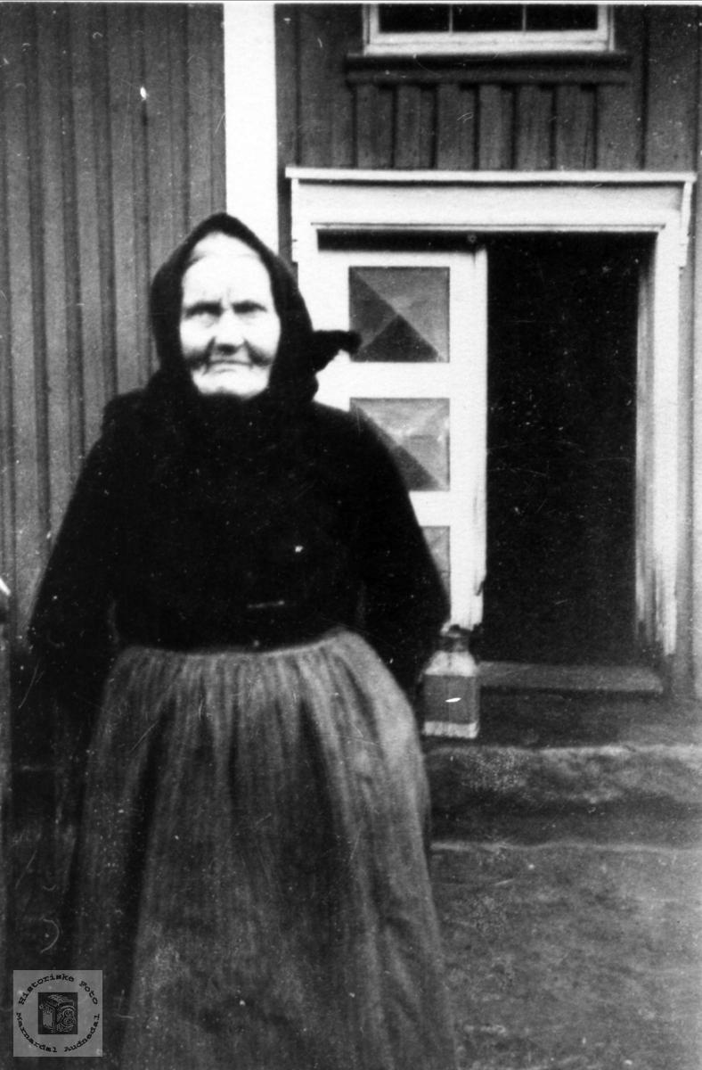 Portrett av Anna Aukland, Fjellestad, Laudal.