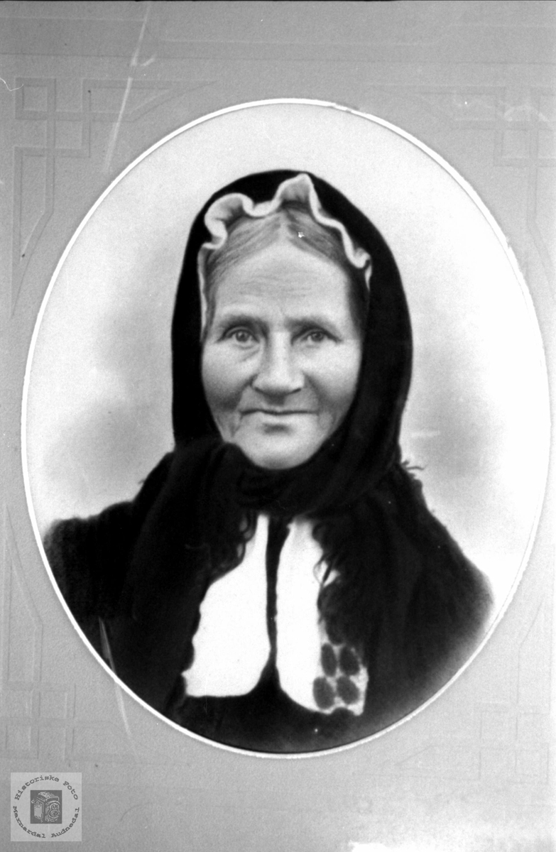 Portrett av Anna Mjunåsen, gift Sangesland, Laudal.