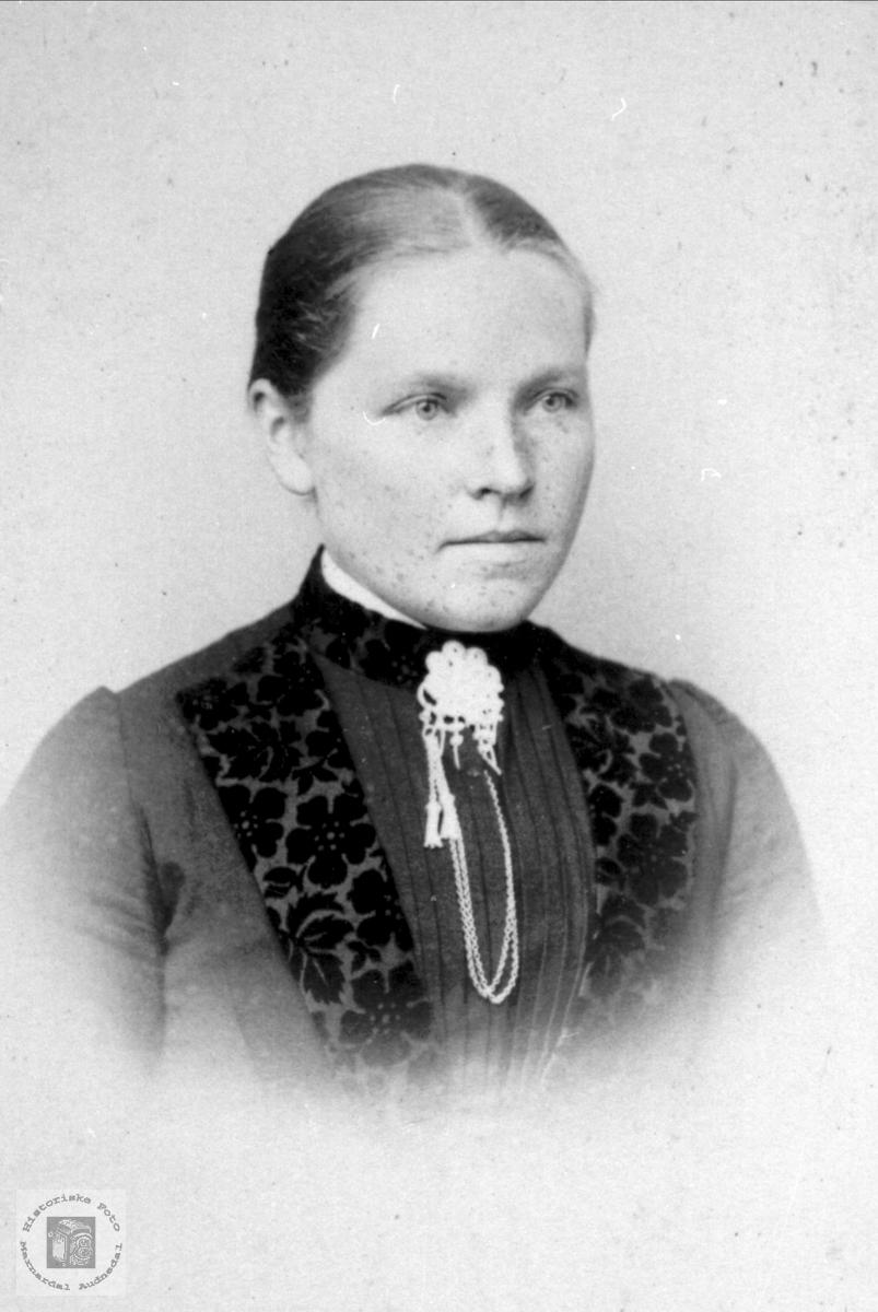 Portrett av Gunhild Tomine (Mina) B. Laudal.