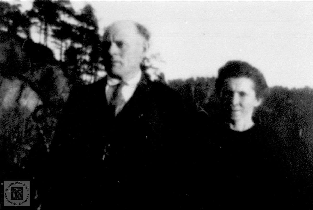 Portrett av ekteparet Marie og John Ramsland, Øyslebø.