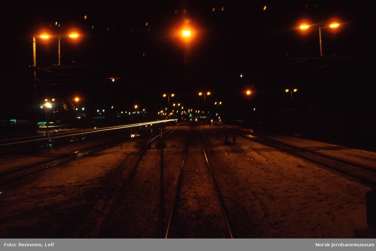 Nattbilde av Hamar stasjon