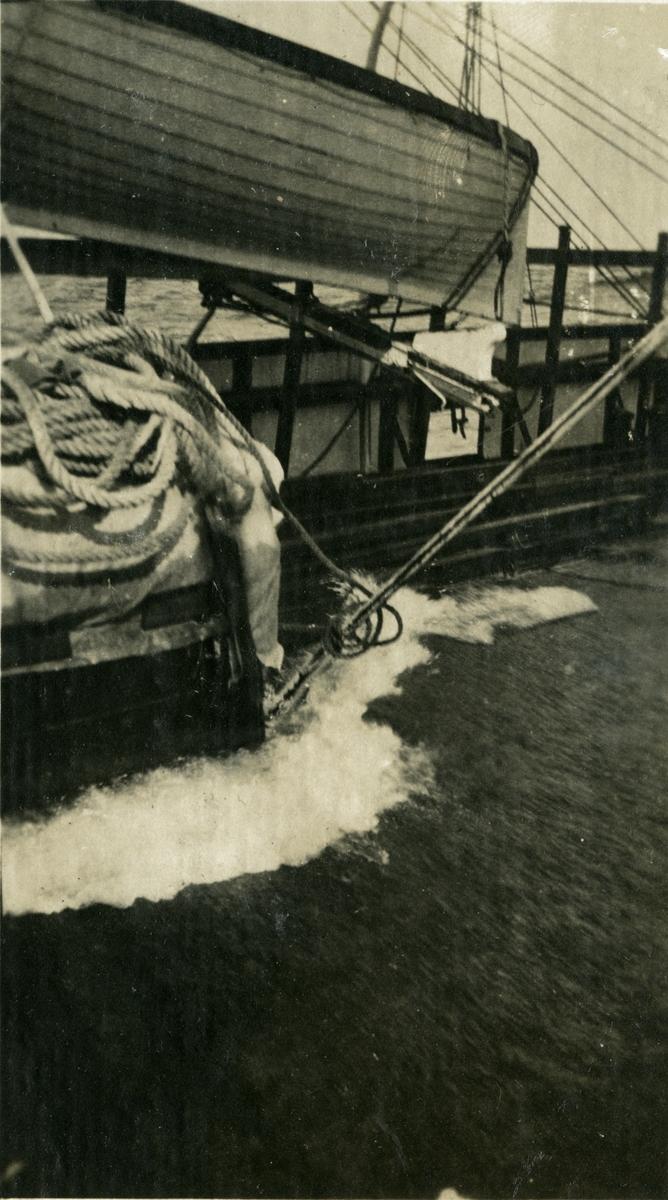 Båten går overbord. - Fullrigger 'Marga' (ex Argo)(b. 1880, Barclay, Curle & Co., Glasgow).