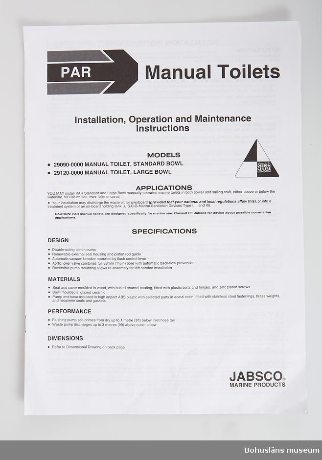 Beskrivning för installation av båttoalett med teckningar. Förvaras i plastficka.
