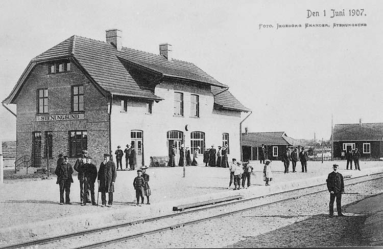 """Text på kortet: """"Den 1 Juni 1907""""."""