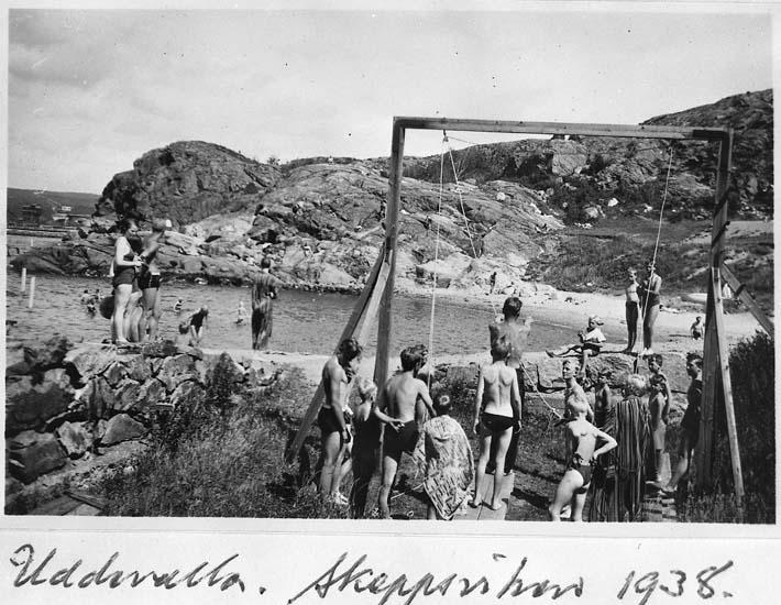 "Text på kortet: ""Uddevalla. Skeppsviken 1938""."
