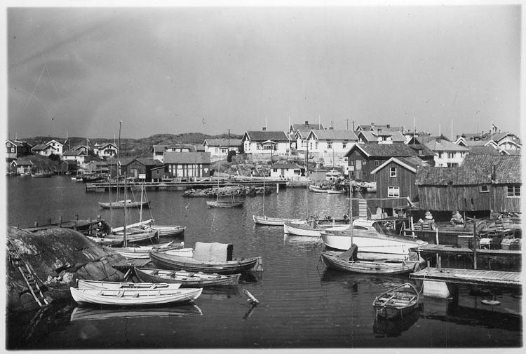 """Enligt AB Flygtrafik Bengtsfors: """"Hälleviksstrand Bohuslän""""."""