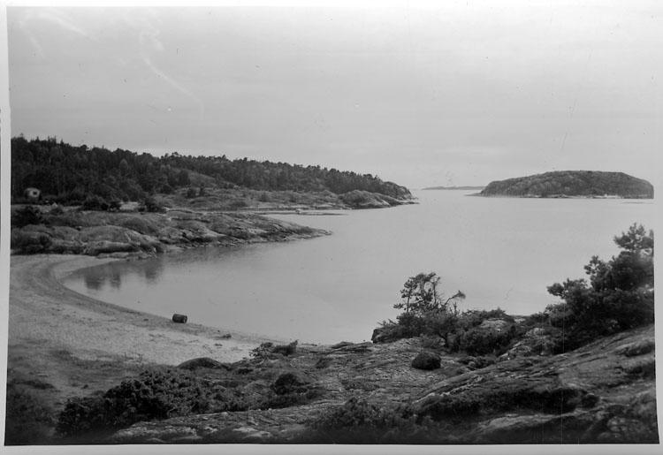 """Enligt AB Flygtrafik Bengtsfors: """"Rossö badvik Bohuslän"""".    ::"""