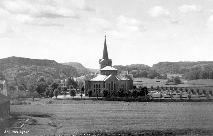 """Enligt AB Flygtrafik Bengtsfors: """"Askums kyrka""""."""