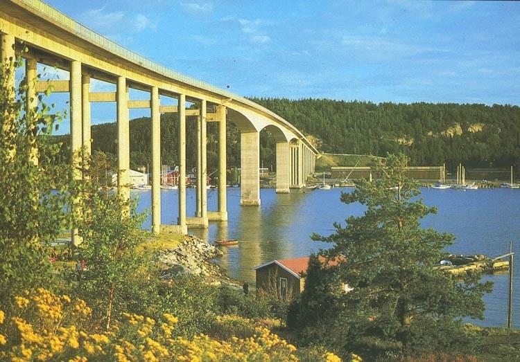 """""""Nötesundsbron, förbinder Orust med fastlandet vid Bokenäset"""". ::"""