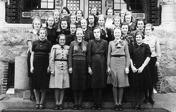 """Enligt noteringar: """"Höstterminen 1937, klass 4:7."""""""