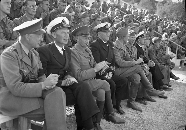 """Enligt notering: """"Flottbesök 16/8 1947""""."""
