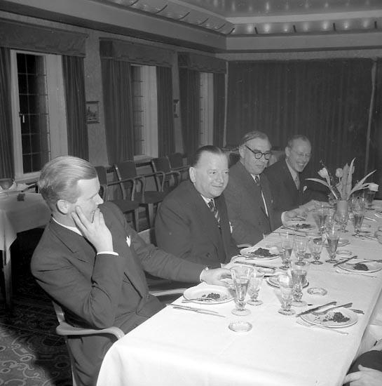 "Enligt notering: ""Kontrakt. Norsk Beställare (Bergan) Febr 1951. Nr 1 Tore Segerdal ? Mr 3 Gustaf Thordén""."