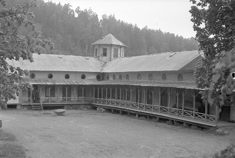 """Enligt notering: """"Badhuset Gustavsberg Maj 1947""""."""
