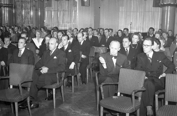"Enligt notering: ""T.C.O. Grand Hotell 8/11 1947""."