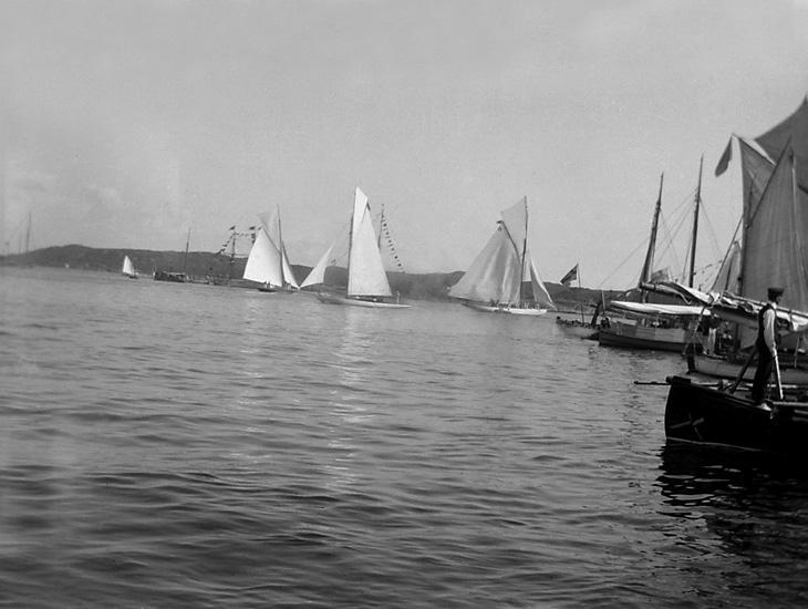 Tre segeljakter i Marstrands hamn