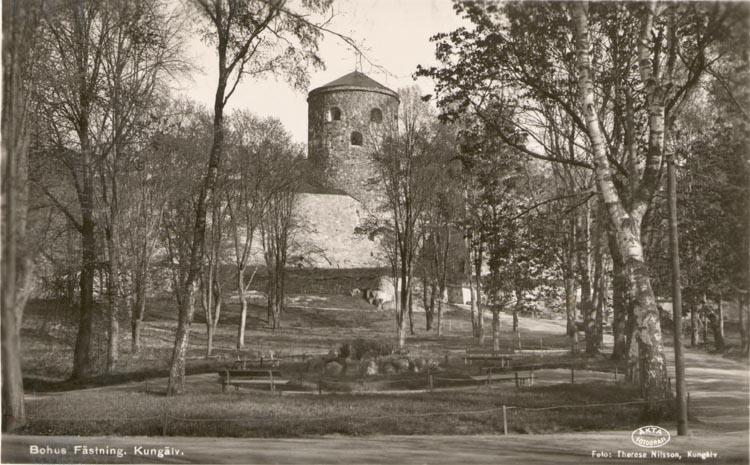 """Tryckt text på kortet: """"Bohus Fästning, Kungälv"""".     ::"""