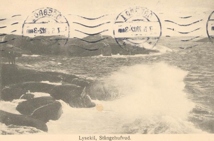 """Tryckt text på kortet: """"Lysekil. Stångehufvud."""" """"Förlag: Albert Wallins Bokhandel."""""""