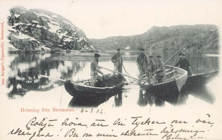 """Tryckt text på kortet: """"Helsning från Strömstad.""""  """"Krüger Cigarraffär, Strömstad."""""""