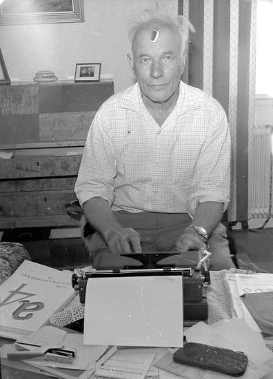 """Enligt fotografens notering: """"Ernst Lundberg, författare på Smögen""""."""