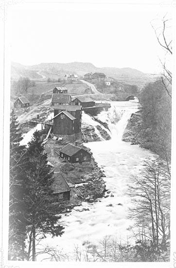 """Enligt fotografens anteckningar: """"Till fåstaring ? Gamla Smedbruket omkring år 1840""""."""