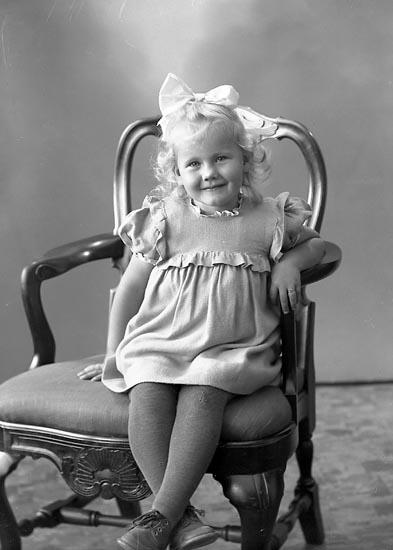 """Enligt fotografens journal nr 7 1944-1950: """"Olsson, Rose-Marie Stenung Här""""."""