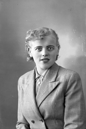 "Enligt fotografens journal nr 8 1951-1957: ""Meijer, Hannelore Björkgården Här""."