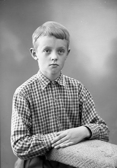 "Enligt fotografens journal nr 8 1951-1957: ""Flemberg, Henrik, Solbacken, Gbg""."
